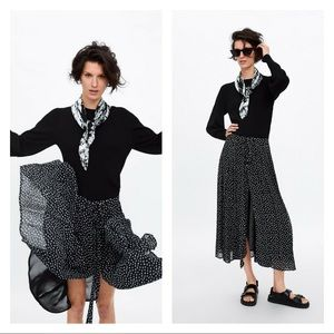 Zara NWT  black polka dot pleated button skirt M